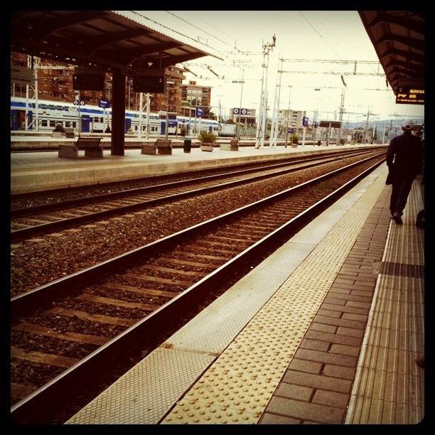 Solito binario, solita stazione.