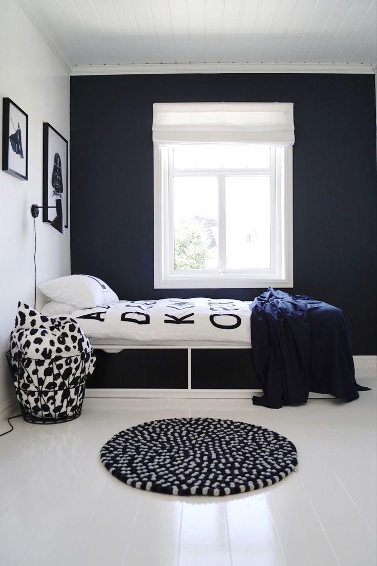 """Heisann!      Gutterommet er under """"redecorating"""" .   Herstartet jeg med å male den ene veggen i fargenDeco Blue.   Siden g..."""