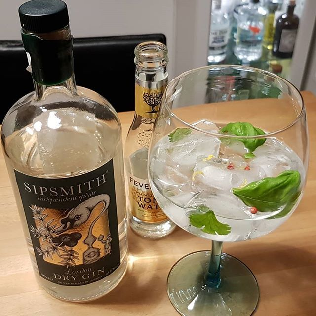 Sipsmith London Dry Gin Fever Tree Premium Indian Tonic Water Fresh coriander and basil Pink pepperLemon peel. #gintonic #gin #gt #tonic #dandywithlens DandyWithLens.com