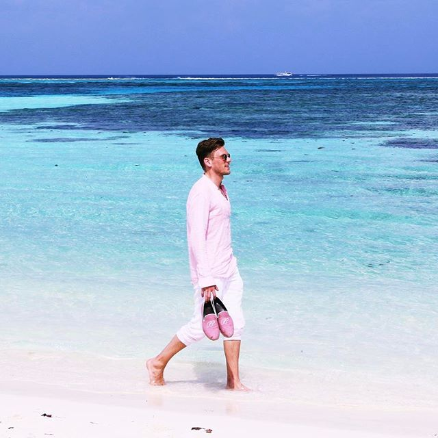 PIETER PETROS || MAAFUSHI I || Once you trust the process, stress will disappear & peace will enter your mind. 🙏🏻✌🏻️❤️ #pieterpetros #PPquotes #PPtravel
