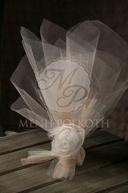 Τούλινη μπομπονιέρα γάμου σε vintage αποχρώσεις με υπέροχο χειροποίητο τούλινο λουλούδι