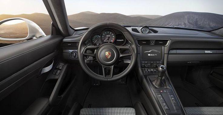 Nuevo Porsche 911R, simplemente perfecto. El Porsche 911 R también se beneficia del sistema de dirección en el eje posterior, bloqueo del diferencial trasero, rines de 20 pulgadas y frenos Porsche Ceramic Composite Brake (PCCB) de 16.1 pulgadas para las ruedas traseras y de 15.4 pulgadas para las delanteras.  [3 de 7]