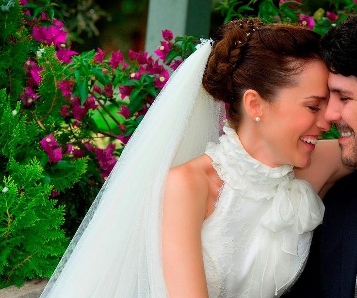 """Ρομαντικά Vintage νυφικά δαντέλα : """"d.sign by Dimitris Katselis"""" real bride . Ρομαντικό νυφικό από γαλλική δαντέλα και μεταξωτό ταφτά με vintage επιρροές."""