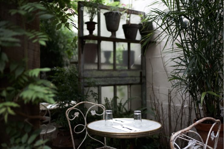 Garden Terrace with patio table + chairs