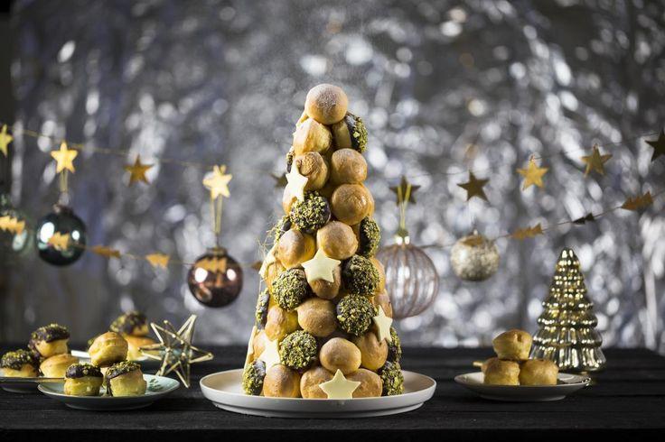 Een lekker en makkelijk toetje voor Kerst. Tover kant-en-klare soesjes om tot een schitterend kerstdessert.