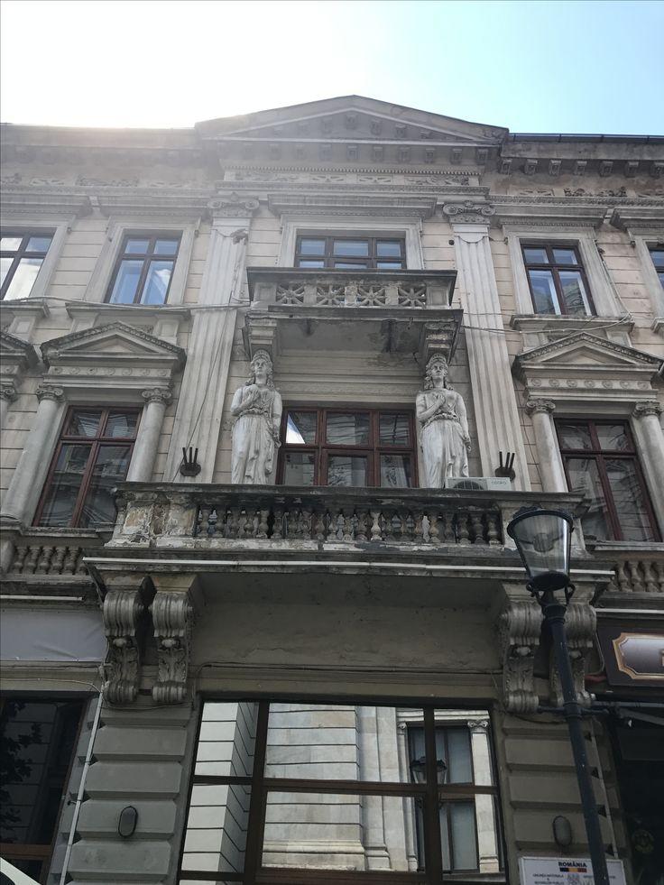 Just Bucharest ! Old town !  @profesionalnewconsult  #summer #bucharest #visitromania #pasajvillacrosse #bucuresti #bucurestiulmeu #bucurestiuloptimist #adayout #adayworthit #romaniamea #romaniafrumoasa #visitbucharest #herenow #building #oldtown #city #adayinthecity #orasulmeu #haiafaralafrumos #trip #narghilea