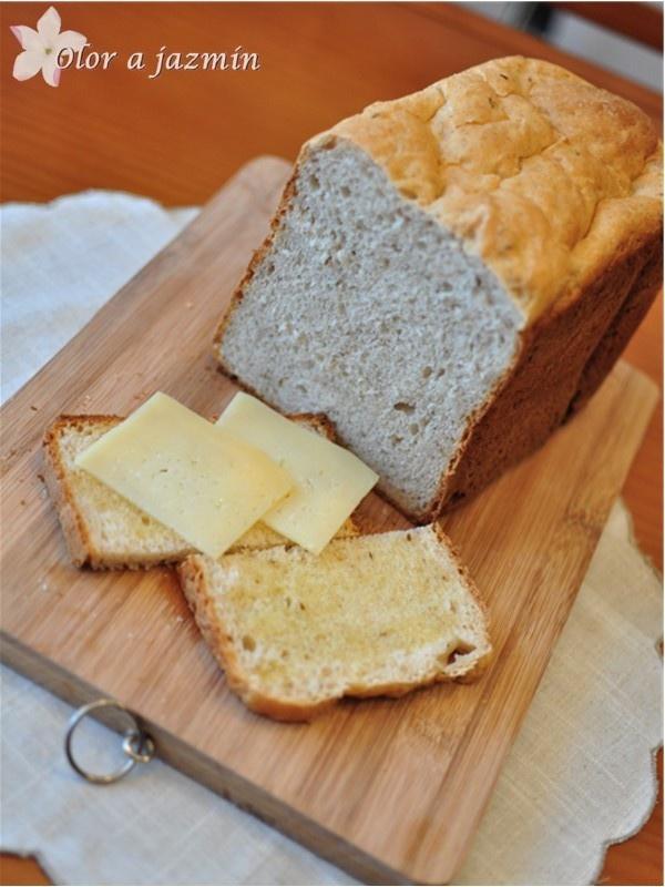 Pan con centeno y comino en panificadora