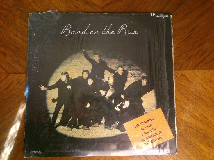 Band on the Run es el tercer álbum de estudio del grupo británico Wings, publicado por la compañía discográfica Apple en diciembre de 1973. El álbum, el quinto de Paul McCartney después de la separación de The Beatles, se convirtió en uno de más exitosos del músico en solitario, alcanzando el primer puesto de las listas de éxitos en Estados Unidos, Reino Unido, Australia, Nueva Zelanda, España y Noruega, y contribuyó a revitalizar la carrera en solitario de McCartney bajo la formación de…