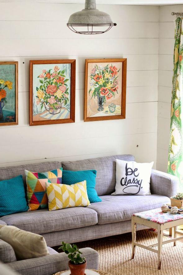 Cor e tecido do sofá + almofadas coloridas