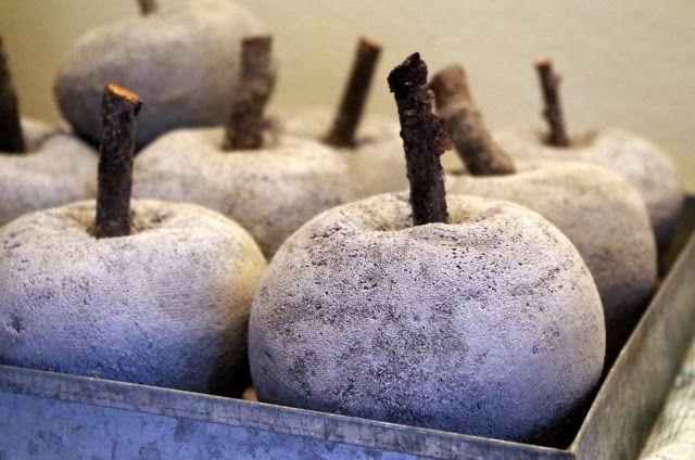 Halager: Julekugler, æg, kurve, æbler og kager lavet i beton - og så det der ikke gik efter planen