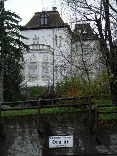 Villa sulla via Óra