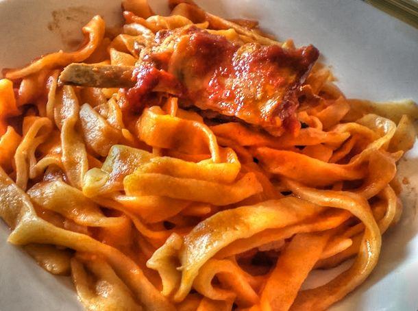Tagliatelle al sugo di carne by Any Secret...e Neromarco. In abbinamento: Alticelli Aglianico.