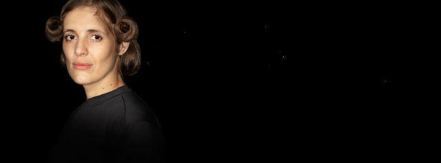 """Francisco Lumerman dirige la pieza uruguaya """"No daré hijos daré versos"""" en TIMBRe4   Desde el viernes 24 de febrero a las 23.30 h se presentará en la sala mayor de TIMBRe4: No daré hijos daré versos de la dramaturga uruguaya Marianella Morena y bajo la dirección de Francisco Lumernan. La obra estrenada en la segunda edición del Festival Internacional de Dramaturgia Europa  América pone en el centro de la escena a Delmira Agustini (1886-1914) una de las principales poetas uruguayas de su…"""