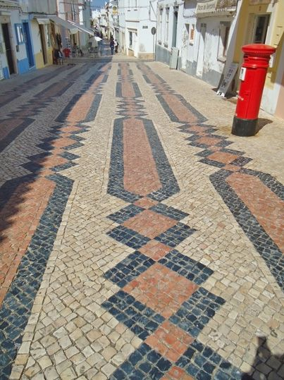 Algarve in Portugal - where Europe comes to an end | by Tom L, Adventurous Travels 16.05.2013 | It's the beautiful weather, amazing beaches with crystal-clear water, excellent food and spectacular views that attracts tourists here. But if you are looking for something else than only lying on the beach, the region can offer many activities at very reasonable prices. There are also many extraordinary places to visit, so you will not be bored.