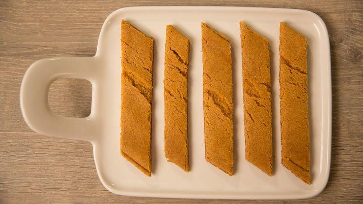 Kolakaker eller brune pinner er mørke og avlange. Herlige til kaffen og enkle å lage.