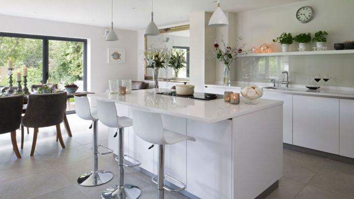 küchenrückwand glas stilvoll weißes ambiente pendelleuchten