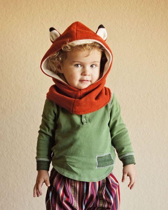 He encontrado este interesante anuncio de Etsy en https://www.etsy.com/es/listing/217879522/children-fox-scarf-fox-hat-kids-hooded