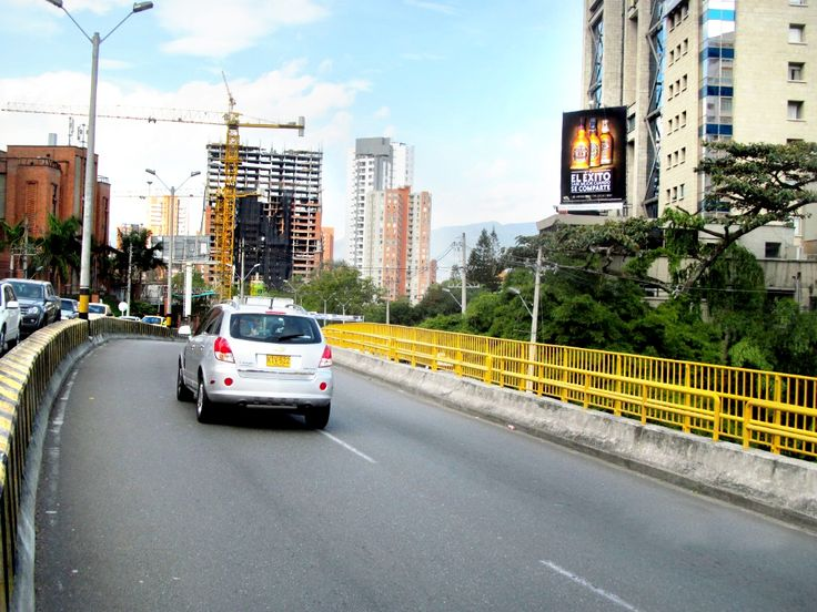 Valla vertical con troqueles de producto http://goo.gl/4hbVKa Campaña: Chivas Regal Colombia  ¡Audiencias en conexión con las marcas!