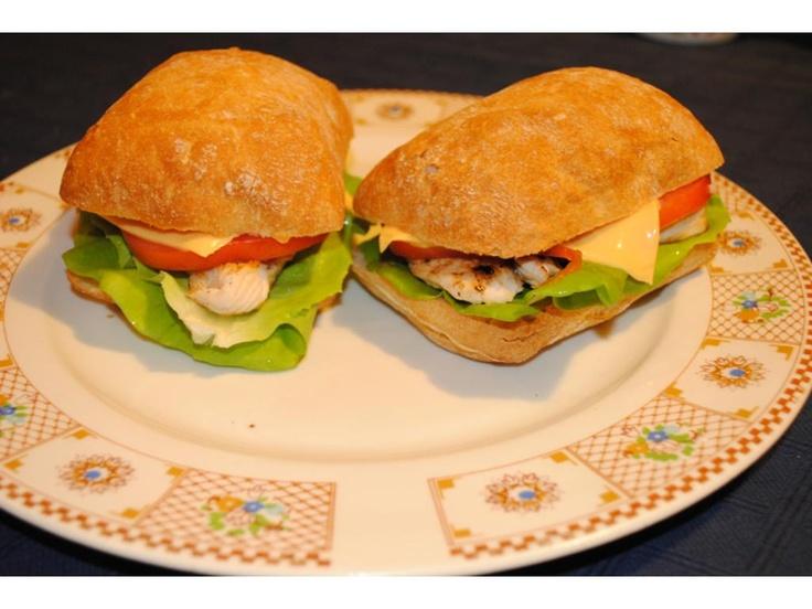 Sandwich cu piept de pui la gratar :: www.retete-bune.ro - Retete culinare