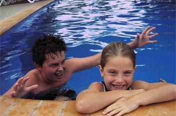 swimming pool - BIG4 Deniliquin Holiday Park with cabin and caravan accommodation