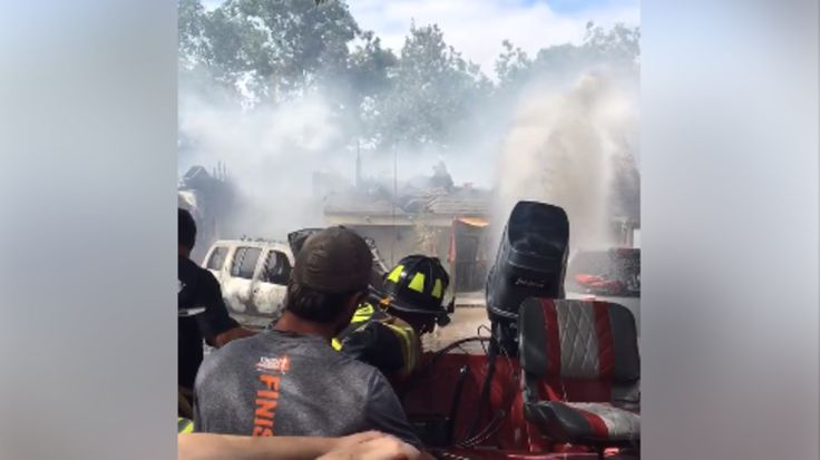 Arkadelphia firefighters use boat to battle Houston house fire during flood http://ift.tt/2vN8HBF