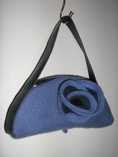 Handbag made fron old beret. http://www.poppala.fi/?p=315
