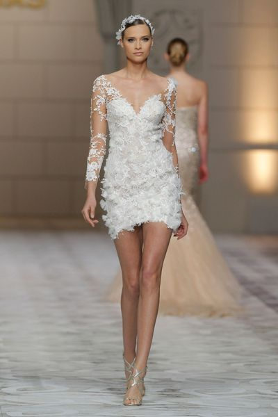 "2 - Robe de mariée ""Capricornio"", Pronovias - EN IMAGES. Dix robes de mariée de la collection 2015 Pronovias - L'EXPRESS"