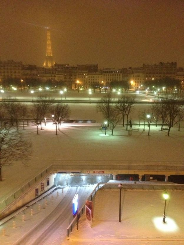 Paris UnderSnow