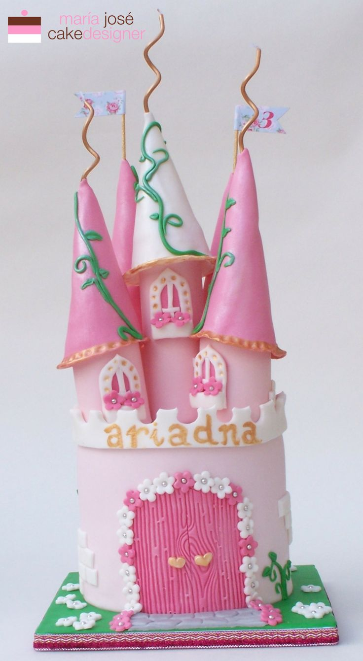 Tarta castillo de princesas medieval www.tartasdelunallena.blogspot.com www.empezandoaempezar.blogospot.com maria jose muñoz cake designer