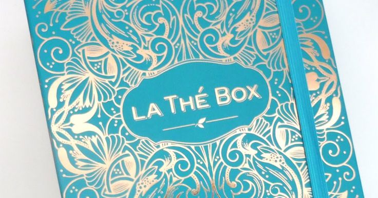 """C'est ma dernière Thé Box je vous présente donc la Thé Box """"Merveilles"""" et je vous fais un petit bilan de 3 mois d'abonnement.  Hello !  Ma dernière Thé Box est arrivée et je trouve qu'elle porte assez bien son nom """"Merveilles"""" car elle contient une très belle sélection de thés et de très beaux packaging pour les sachets.  Ma déception ce mois-ci c'est qu'avec ces fichus réseaux sociaux je savais à quoi ressemblerait la box de mai avant de la recevoir ça gâche l'effet de surprise ! Voyons…"""