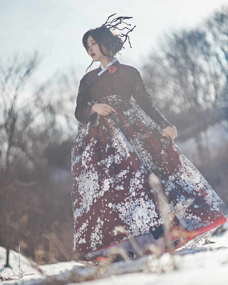 """Team desire photography  winter has not yet ended.  #hanbok M : @__chouchi  H&M : @hansol1215  D :…"""""""