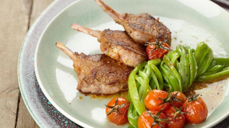 Lamskoteletten met rode curry, snijboontjes, kerstomaten | Pascale Naessens
