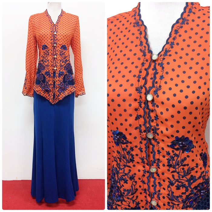 Kebaya Emily is available from S-XXL size, in four different colours. We ship worldwide!