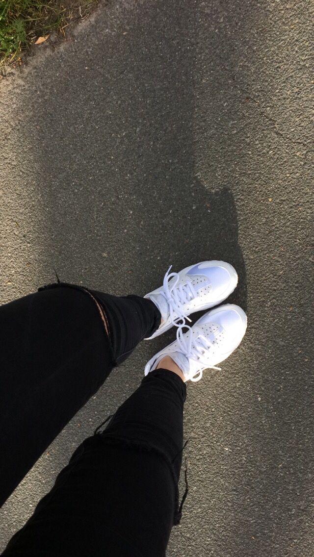 Nike air huarache white ( I'm so fucking in love) ( @snipes )