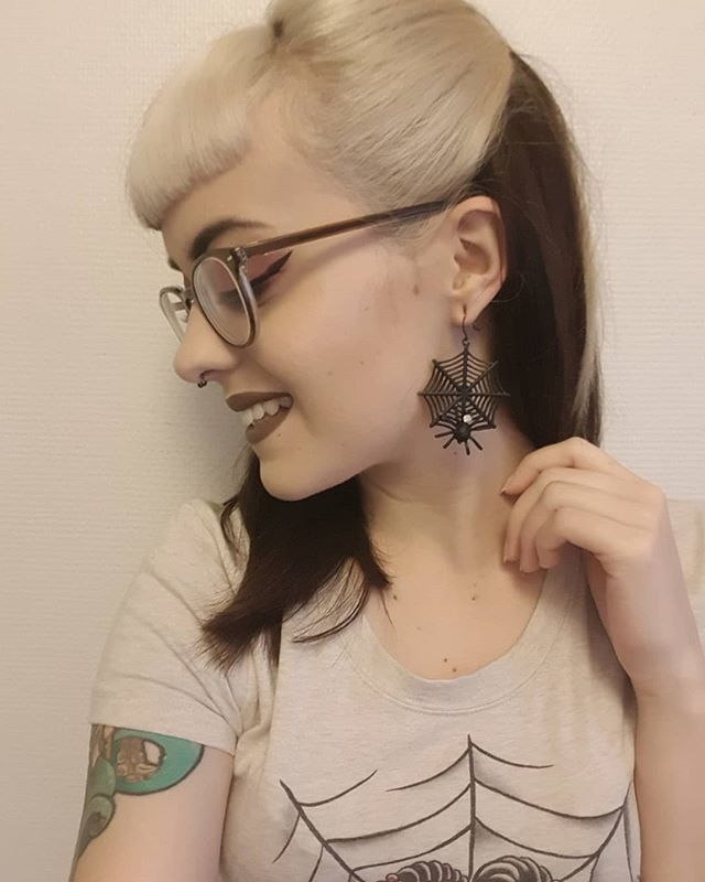 Gothabilly, Psychobilly, Pinup, Bombshells, Bangs, Vintage Style, Creepy,  Whoville Hair, Fringes
