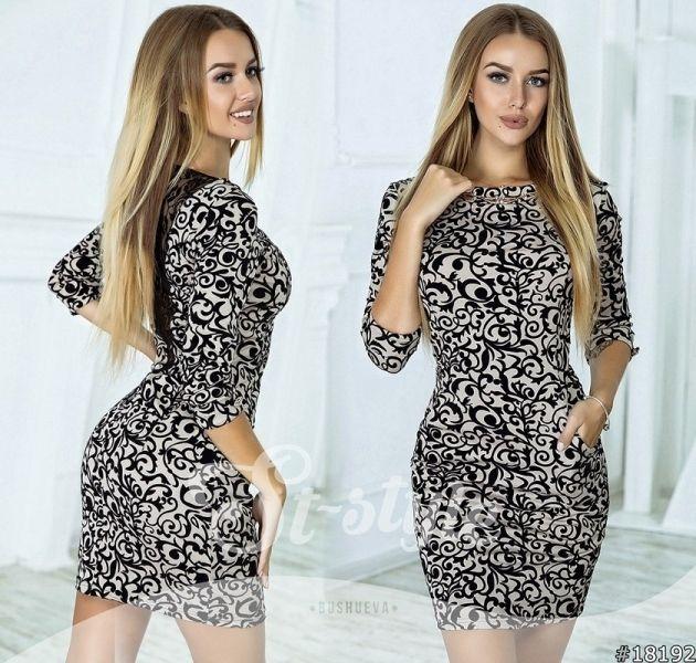 Красивое серое платье с черным флоковым узором вензеля на спинке гипюр