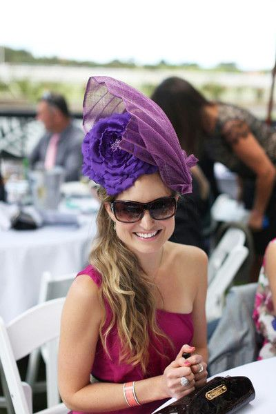 Laura attends the Races - wearing a bespoke Natalie Chan headpiece
