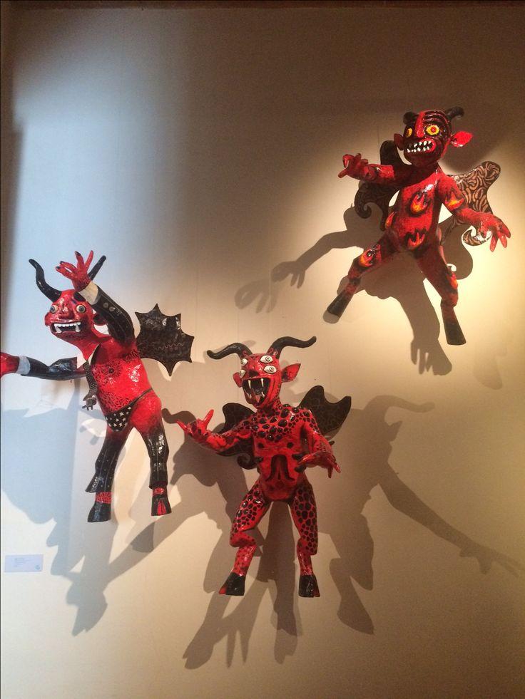 Figuras de papel maché, llamadas Judas y que son quemadas el Sábado de Gloria? Esta tradición tiene más de tres siglos y permanece en todo el país. Museo Regional de Cholula, Puebla.