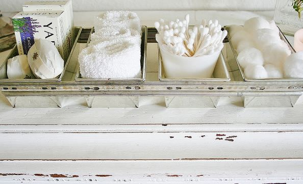 Bread Loaf Pans- make easy decor and organization for a bathroom