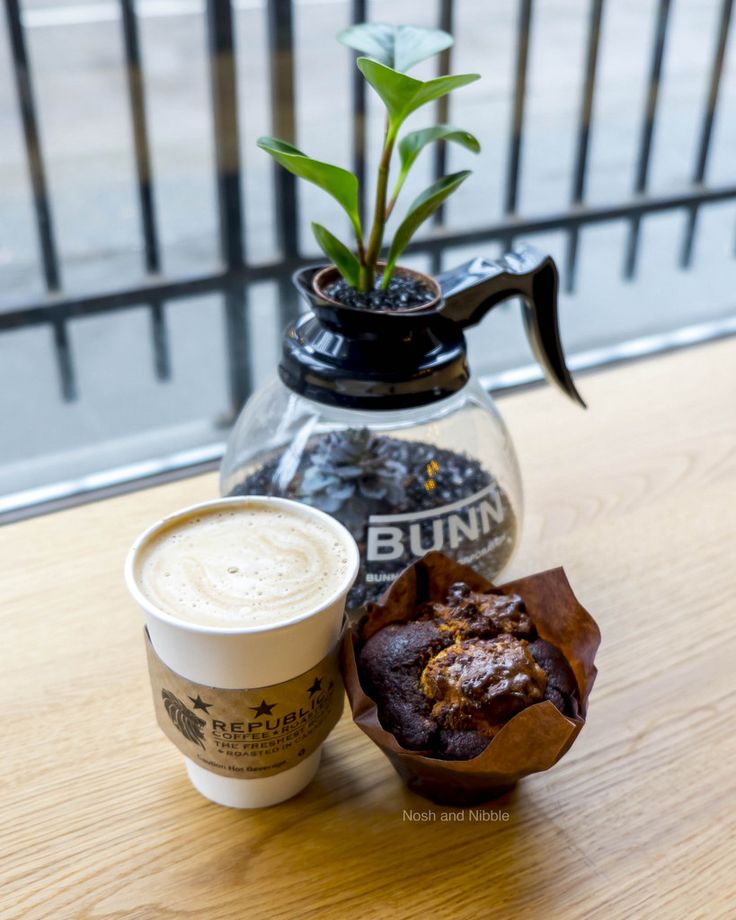 Nosh and Nibble - Republica Coffee - Latte Review - Vancouver #foodie #foodporn