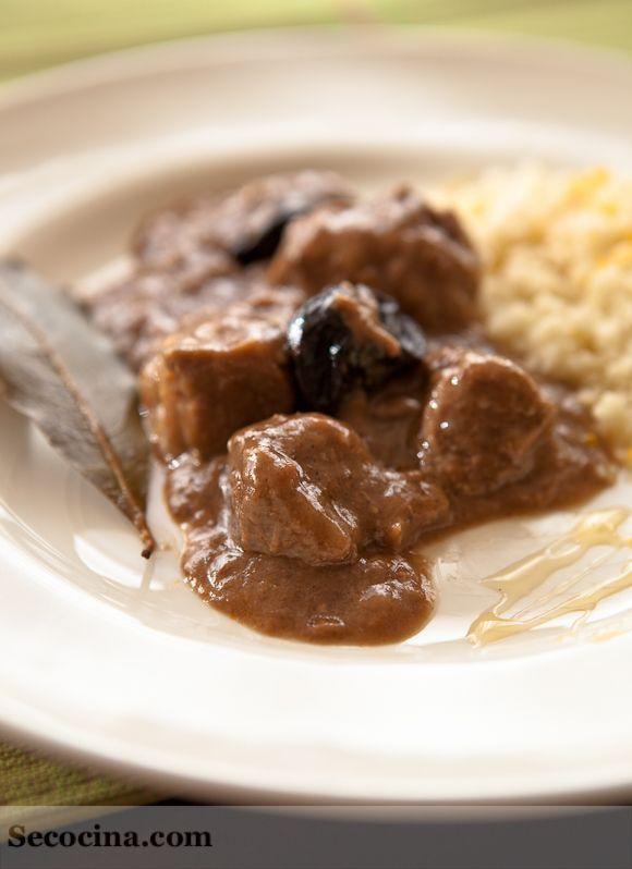 Estofado de ternera al estilo marroquí: http://secocina.com/recetas/estofado-de-ternera-estilo-marroqui