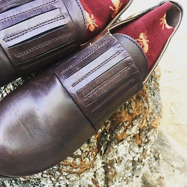 Spider socks by @hopsocks and shoes by @lilimillofficial are climbing an autumnal tree! Don't let them go! • le scarpe e le calze con i ragnetti si stanno arrampicando, non lasciatele scappare via!! #socks #shoe #kicks #TagsForLikes #instashoes  #sneakerheads #solecollector #soleonfire #nicekicks #igsneakercommunity #sneakerfreak #sneakerporn #shoeporn #fashion #swag #instagood #fresh #photooftheday #nike #sneakerholics #sneakerfiend #shoegasm #kickstagram #walklikeus #peepmysneaks #flykicks