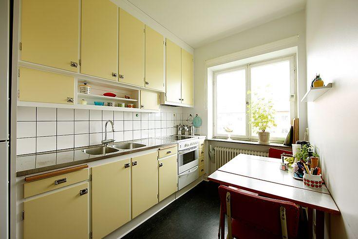 Platsbyggt funkiskök, handbyggt i orginalstil av Möllansverkstäder i Malmö / site-bygget Funkis køkken oprindelige stil