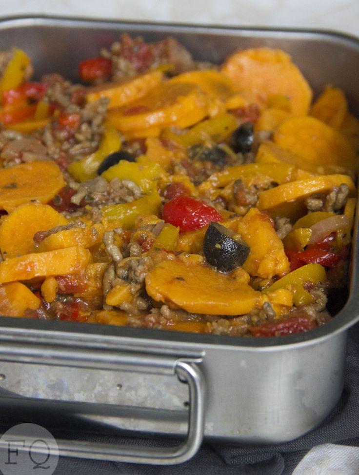Vandaag weer eens een heerlijk en gezond gerecht uit de slowcooker.Deze zoete aardappel-gehaktschotel uit de slowcooker is voor mijop en topcomfort food