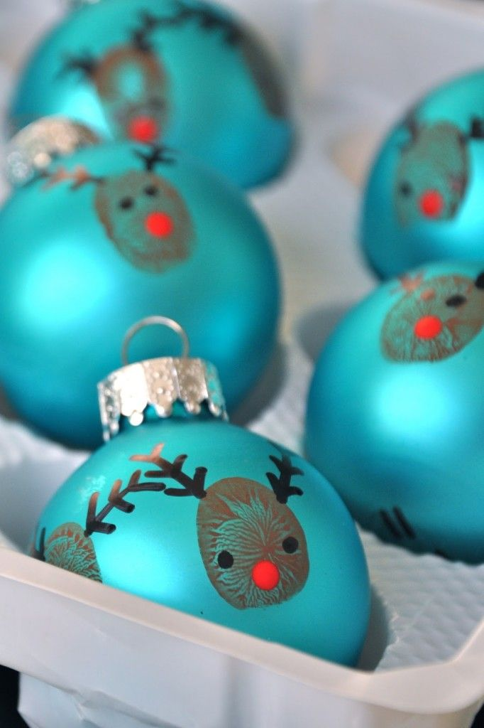 DIY Kid Crafts | Christmas | Make reindeer thumbprint bulb ornaments with your kids this Christmas!