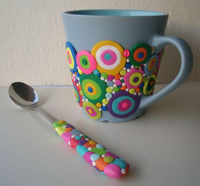 Idée sympa à reprendre pour un pot à crayon... Parce que je ne suis pas sûre que la fimo apprécierait de passer au lave-vaisselle...