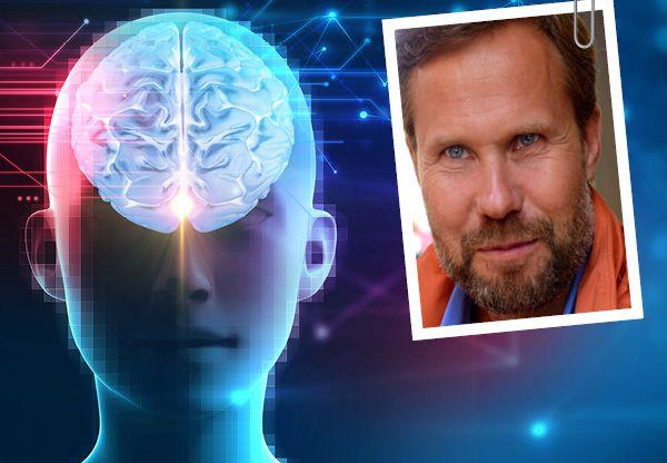 För att förändring ska ske i hjärnans struktur och i förlängningen även i funktionen behöver vår upplevelse kombineras med att vi är uppmärksamma på det som sker, det lär Martin Fransson ut i denna sjätte och sista lektionen i Hjärnklok skola.
