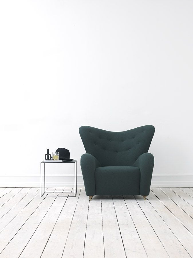 The Tired Mand (Den Trætte Mand) was designed by architect Flemming Lassen in 1935 and is launched by by Lassen in 2015. Comes in wool and lambskin.
