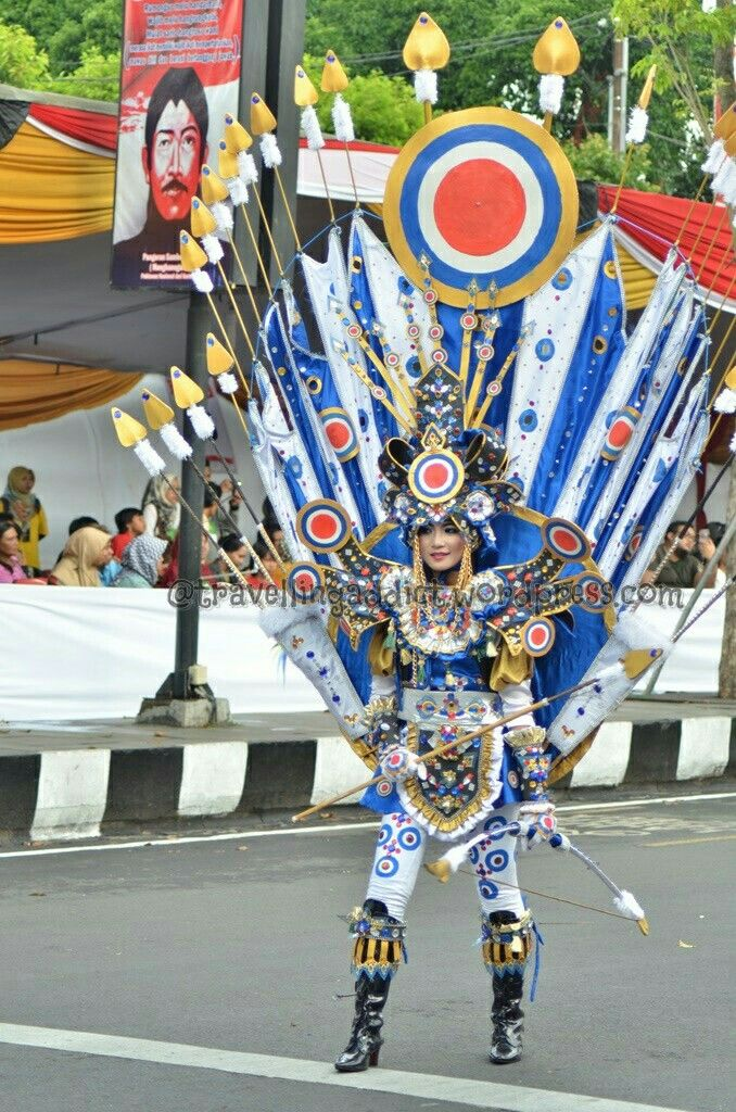Lucky draw? This costumes represent asean games.  http://travellingaddict.wordpress.com #waci #jemberfashioncarnival #jemberfashioncarnival2016 #jff #jff2016 #wonderfulindonesia #visitindonesia #indonesia #jember #travel #instatravel #carnival #carnivalindonesia #worldcarnival #nikon #nikond7000 #dynandfariz