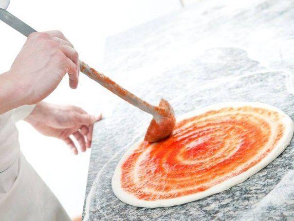 Рецепт от итальянских поваров! Тонкое и хрустящее тесто для пиццы.